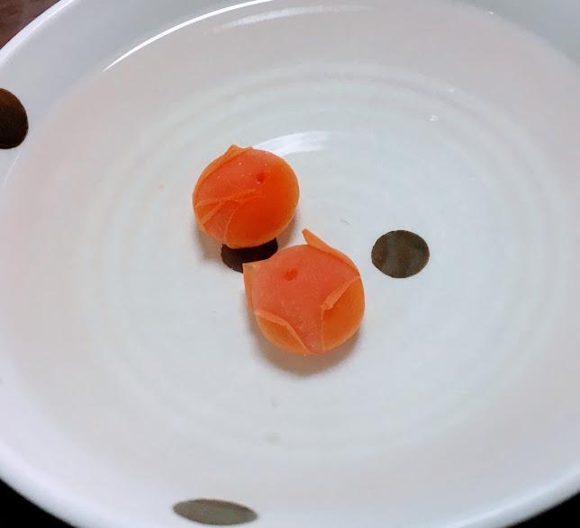 ミニトマトを湯むきした写真