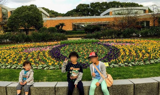 福岡市植物園の花壇前