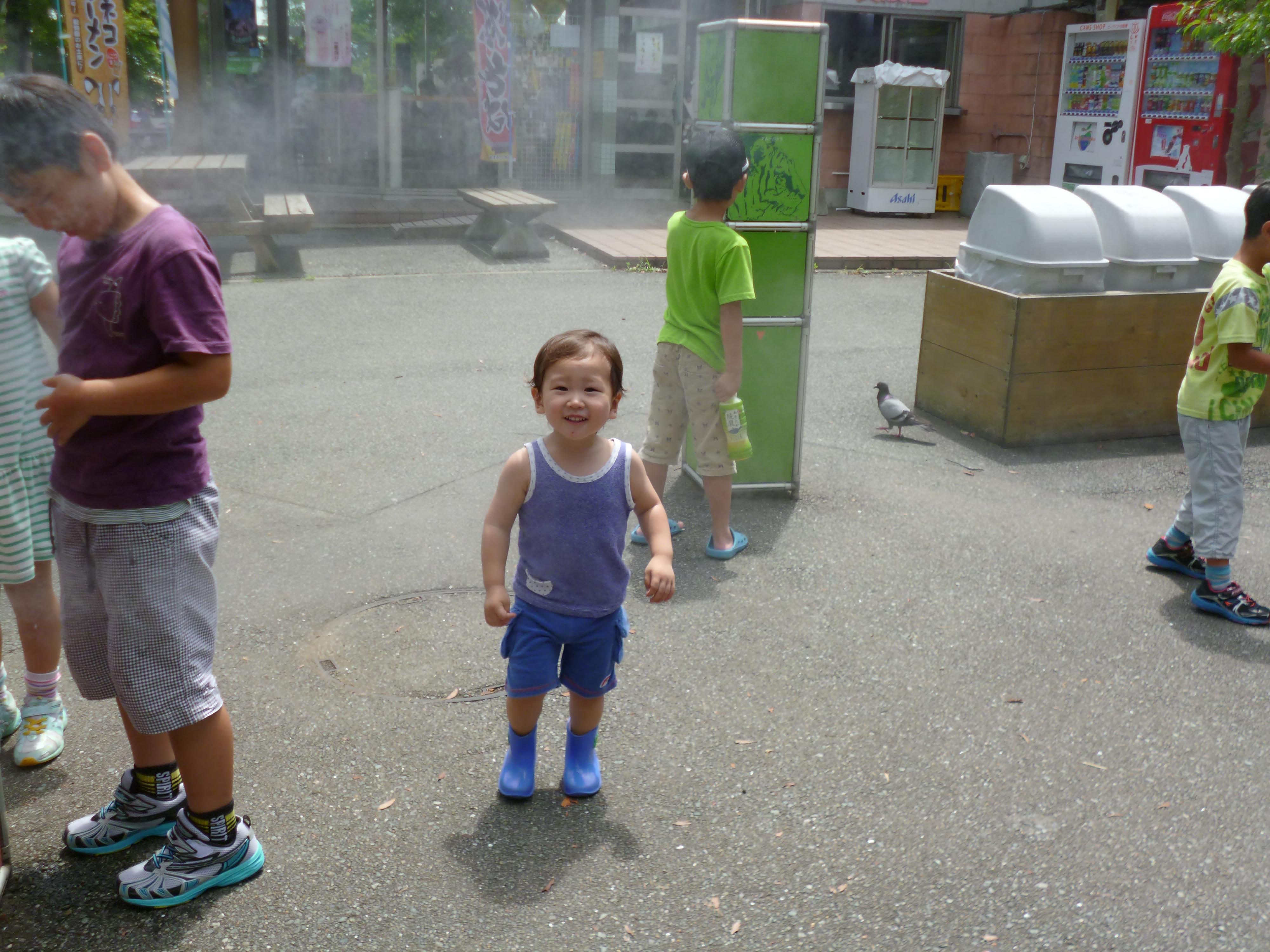 福岡市動物園のミストエリア