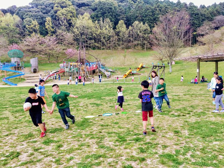 カブトの森公園でボール遊び