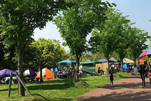 吉野ヶ里歴史公園の混み合う野外炊飯コーナー