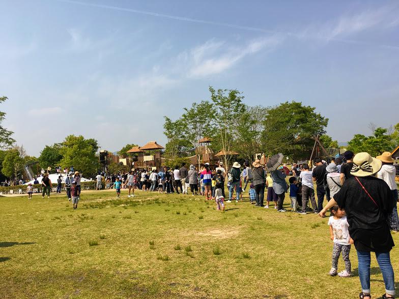 吉野ヶ里歴史公園ふわふわドームに並ぶ列