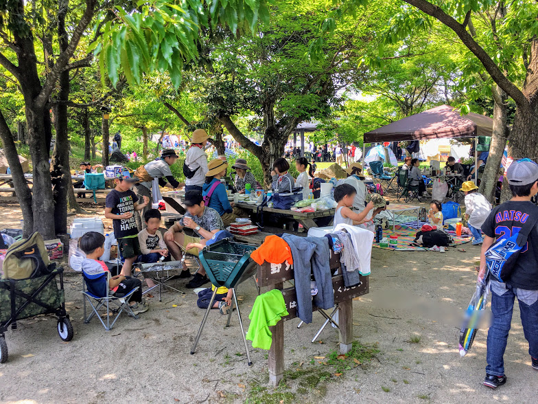 吉野ヶ里歴史公園でバーベキューしている人たち