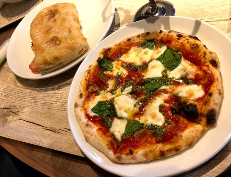 福岡市動物園レストランのピザ