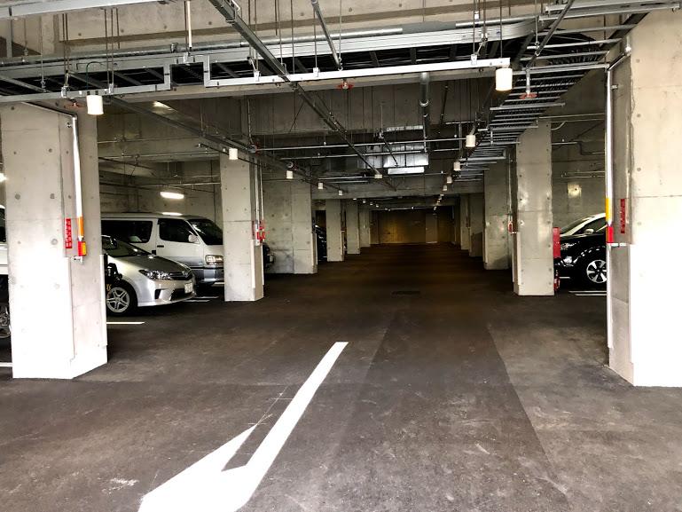 福岡市動物園地下駐輪場内部